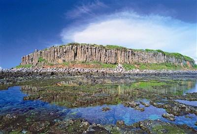 东屿坪的特色为四周海域珊瑚礁生长情况良好