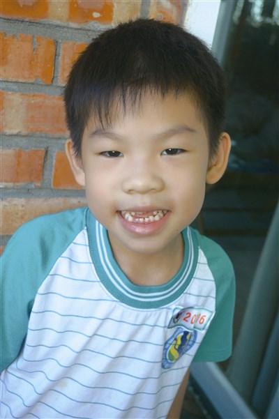 牙齿伤心哭可爱图片