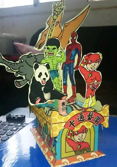 蔡享润用q版卡通人物研发的艺阁灯笼,一推出就很受小朋友喜爱.