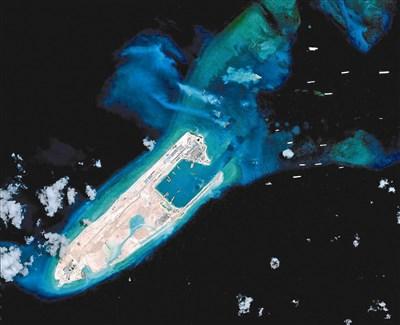 大陆在南海人造岛永暑岛铺设机场跑道